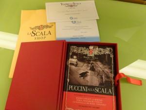Invited speakerへ学会参加記念として贈られたスカラ座の本(DVD付き)